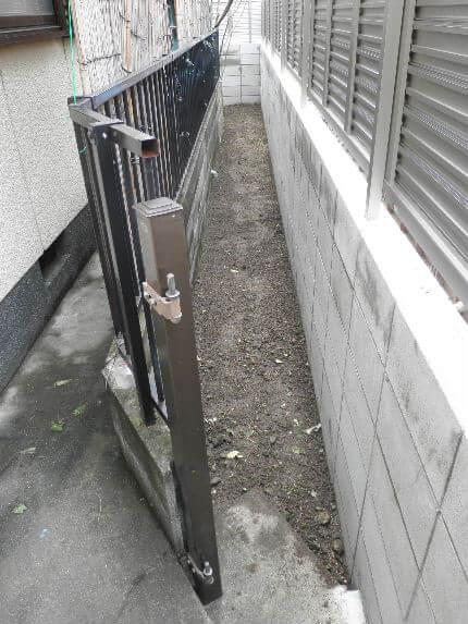 A 裏庭につづく道